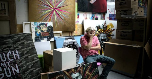 Will exhibit the homeless in glass show-cases