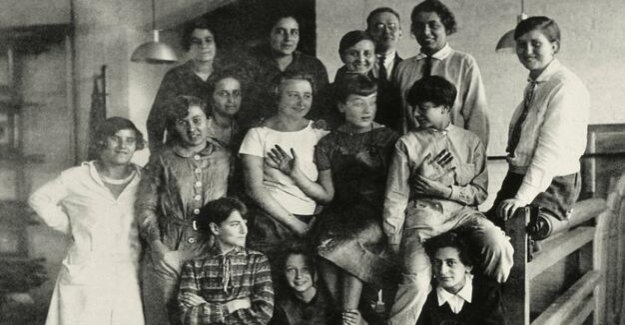 Women at the Bauhaus : masters in the minority