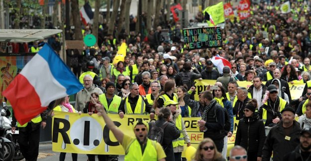 Yellow bibs again on the street in Paris and Strasbourg: Protest against the presidential blabla