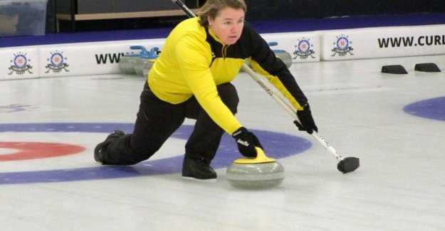Zemstse mayor trades sash for a moment, brush and stone at the world CHAMPIONSHIPS in curling: Us compete with world leaders