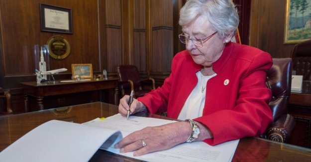 Abortion-ban Alabama arouses anger: Sad day for women in America