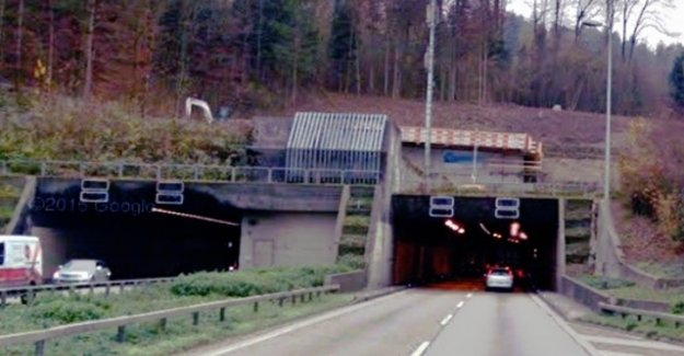 Accident involving ten vehicles in the gubrist tunnel
