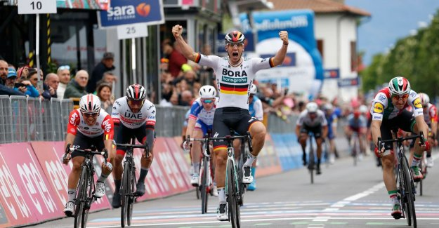 Ackermann beats Viviani and Ewan in the first bunch sprint of the Giro