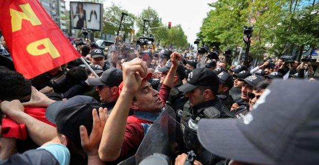 Almost 130 arrests during 1 meibetogingen in Istanbul