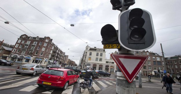 Amsterdam to ban polluting cars