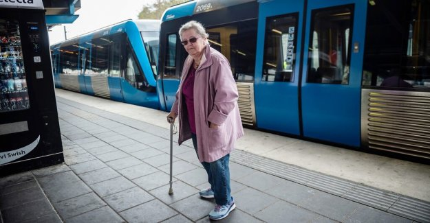 Anita, 79, was stuck with rullatorn in the doors – when the train ran