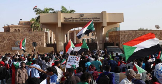 Arab states support change in Sudan