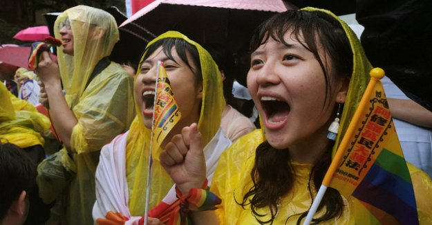 Asian Premiere: Taiwan introduces marriage for all