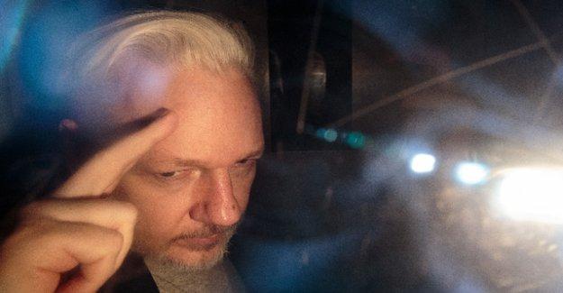 Assange announces in court resistance