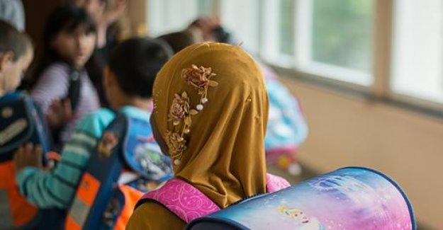 Austria decides headscarf ban for primary school children