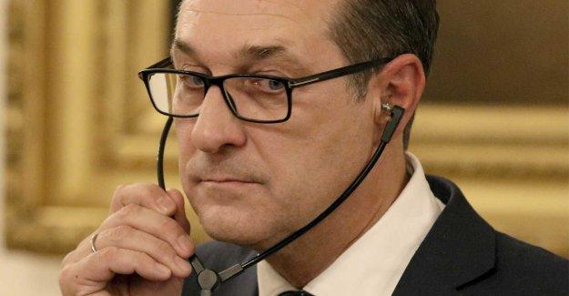 Austrian vice chancellor resigns after skandalvideo