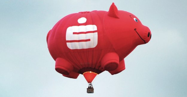 Banks are allowed to terminate expensive savings contracts