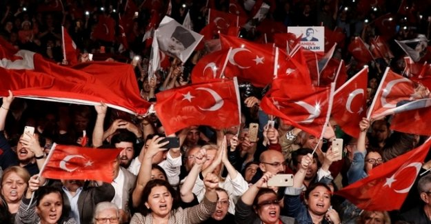 Betrayal, dictatorship – angry protests in Istanbul