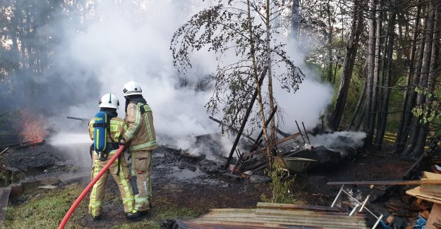 Chalet at fish pond in the ashes: everything points to arson
