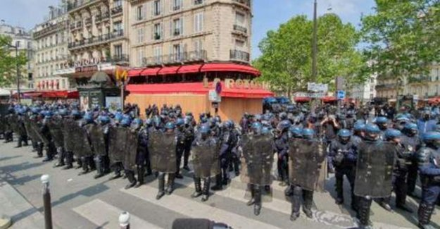 Cordon of dozens of oproeragenten protects restaurant where Macron are won fourth