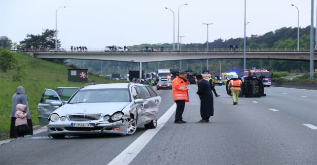 E17 direction Antwerp completely blocked after heavy accident