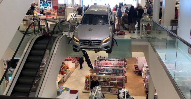 Elderly (85) runs in full speed store with off-road vehicle that suddenly vooruitschiet