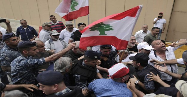 Ex-soldiers are blocking Lebanon's central bank