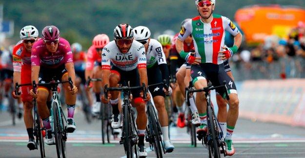 Gaviria wins in the Giro after deklassering Viviani