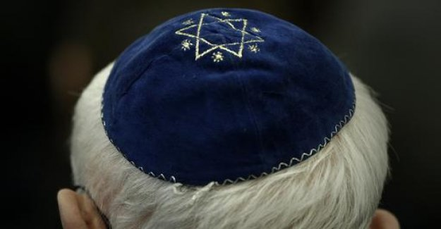 German government warns against Wearing the kippah