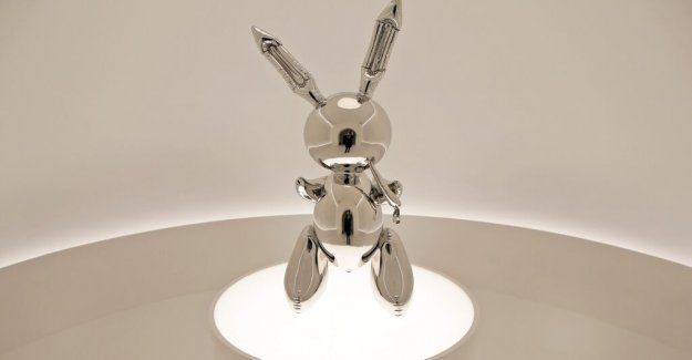 Jeff Koons stainless steel rabbit was sold for a record price
