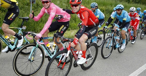 LIVE GIRO D'ITALIA. Working day for Thomas De Gendt, peloton is approaching on three escapees