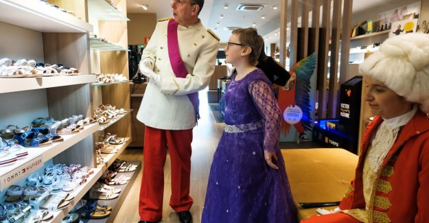 Lyana (12) see dream come true thanks to Make-a-Wish: she is princess for a day and meets her great hero Markske Vertongen