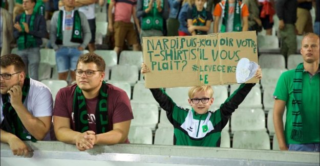 May I take your sweater please?: young Club-fan (11) hunts for months without success on wedstrijdshirt Paul Nardi