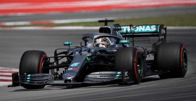 Mercedes in Spain supreme: Hamilton wins and nip into the lead