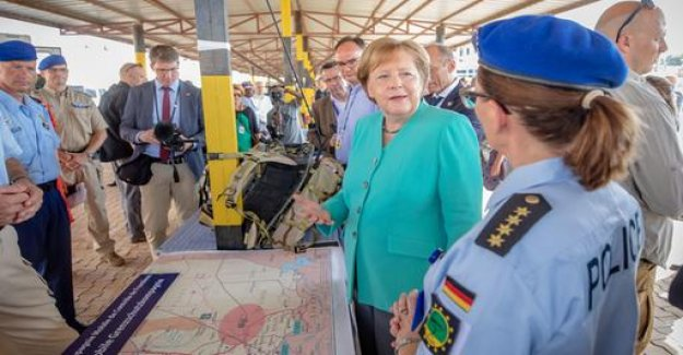 Merkel in West Africa: Optimism - in spite of the threats