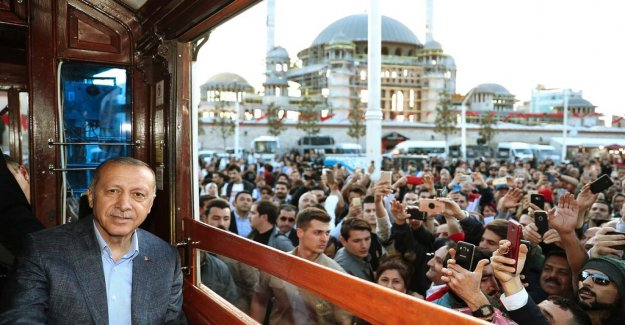 Nathan Shachar: Opposition fragmented to give the AKP a match in early elections