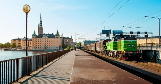 Now shut down the bridge between Södermalm and Munkbrohamnen of