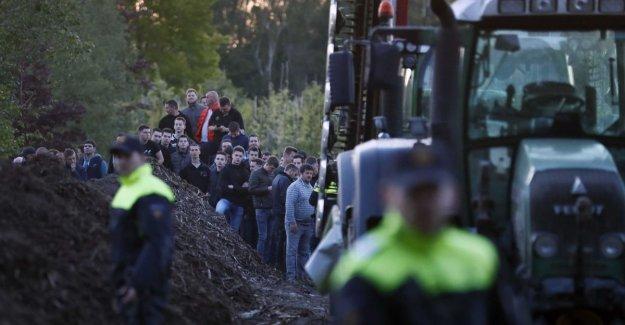 Occupation Dutch varkensboerderij is ended; the cars of activists upset