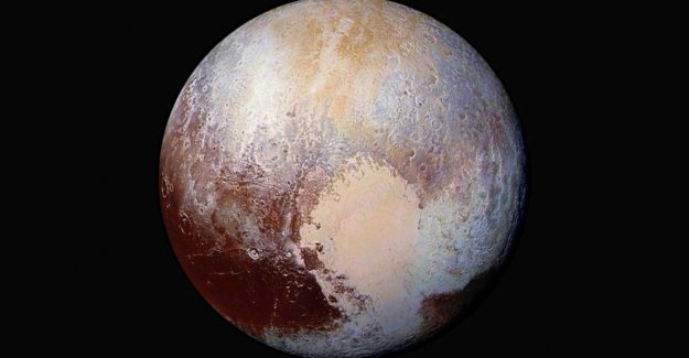 Pluto, the (dwarf)planet: astronomers and the IAU debate about the fate of the celestial body