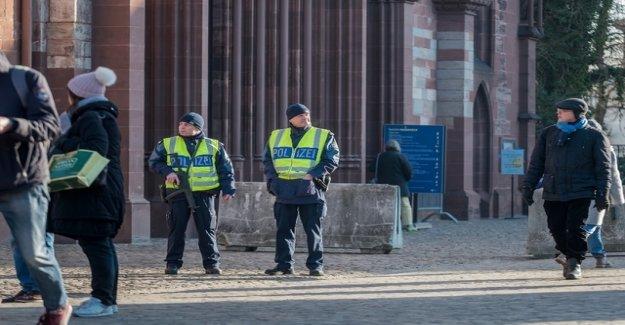 Proceedings against neo-Nazi group initiated