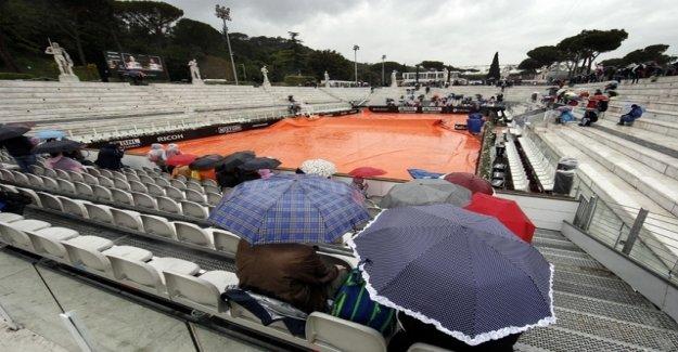 Rain in Rome – Federer's kick-off postponed