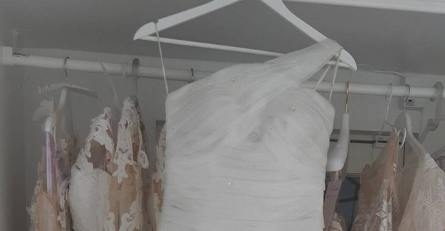 Refusing to take the used wedding dress return: 1.3 million