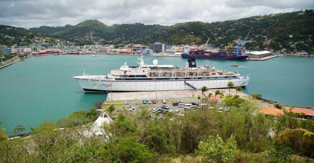 Scientologfartyg in quarantine leaves the port