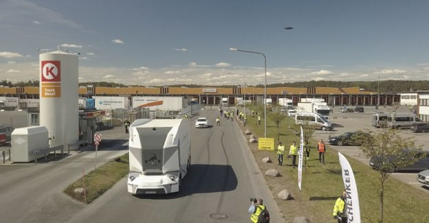 Self-propelled truck on the public road: Sweden has the scoop