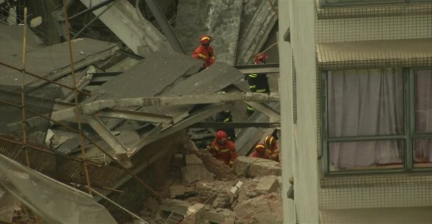Several stuck in the collapsed building in Shanghai