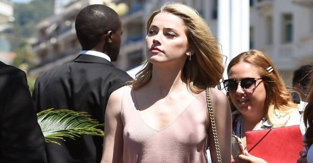 Star without bra in Cannes