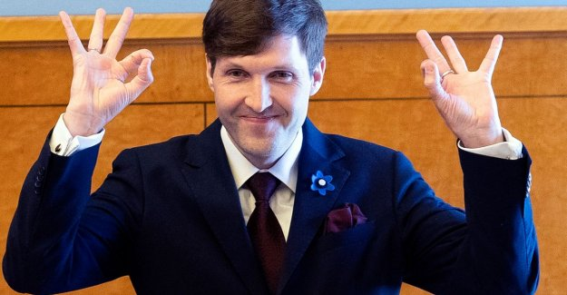 Stir to suspicious White Power movement of the hand of newly minted members of cabinets, Estonia