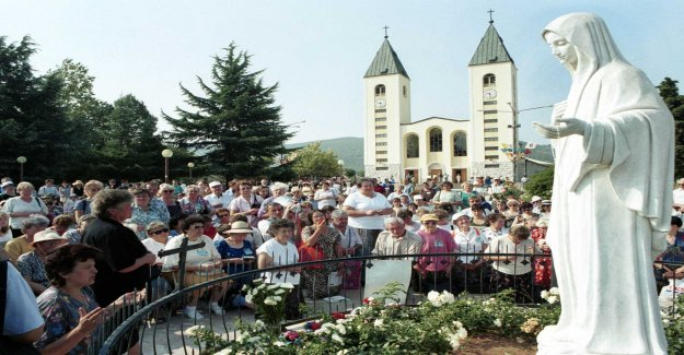 The pope accepts the pilgrimages to the bosnian village