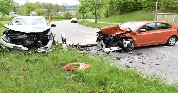 Two injured in head-on collision in Gossau