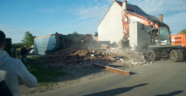 VIDEO. Facade of the old home is broken: for eight months for renovation, but demolition was the safest option