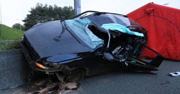 VIDEO. Woman badly injured after blow against concrete central reservation of the motorway E17 in Waasmunster