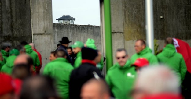 Warders put the work down: less than half show, in Flemish prisons