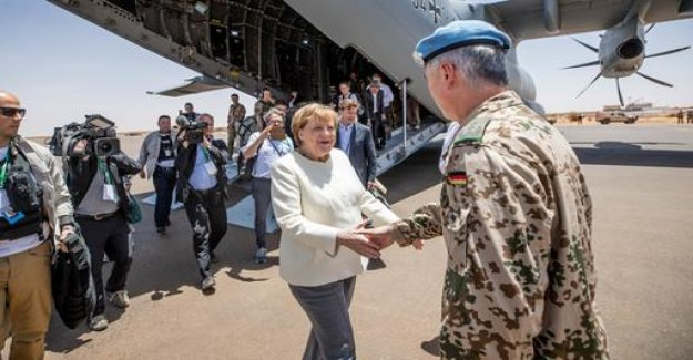 West Africa-travel: Merkel thanked soldiers for intervention in Mali