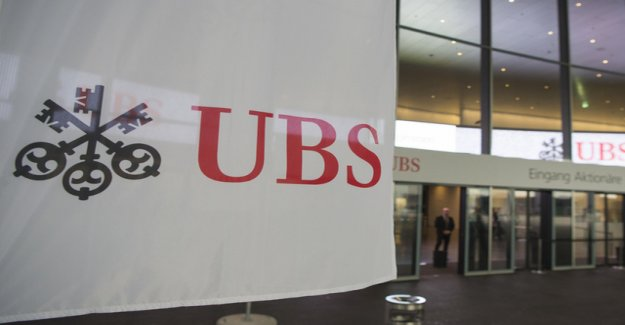 UBS requires soon more customers with negative interest rates