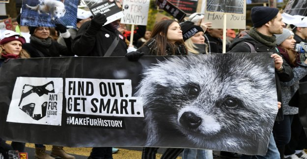 500 people demonstrating against fur in Zurich